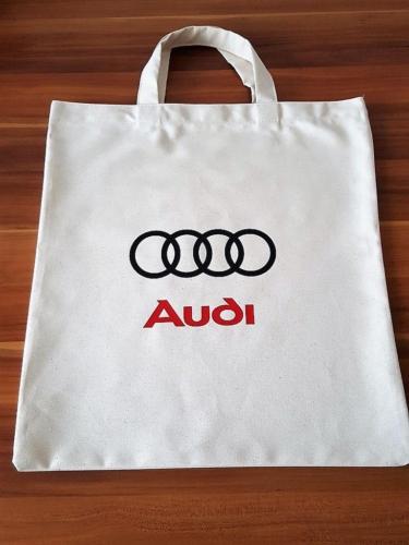 Audi 38 x 42 cm